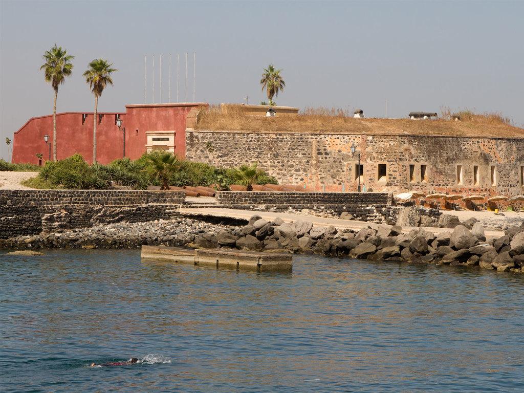 Dakar – Insel Gorée: Stadterkundung mit dem Car Rapide und Besuch eines Modeateliers, Ausflug zur Insel Gorée