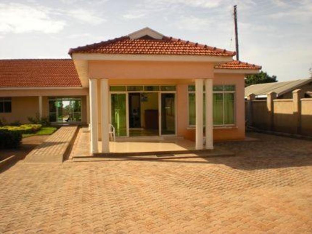 Churchill Courts ** in Gulu