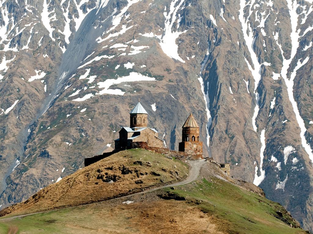 Gudauri – Stepanzminda – Gudauri : Wanderung zur Gergeti-Dreifaltigkeitskirche, Fahrt durch die Darjali-Schlucht