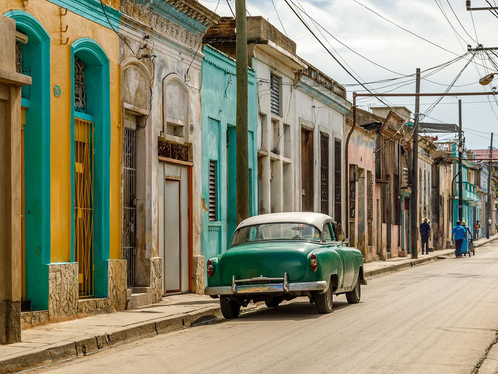 Santiago de Cuba: Stadtbesichtigung mit historischem Zentrum, Rummuseum, Moncada-Kaserne, Friedhof Santa Ifigenia, Festung El Morro, Besuch Casa de la Trova