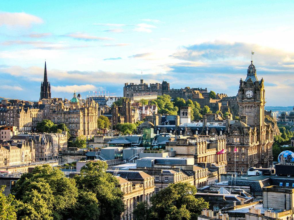 Edinburgh: Stadtbesichtigung mit Besuch des Edinburgh Castle und einer Whisky-Destillerie mit Verkostung