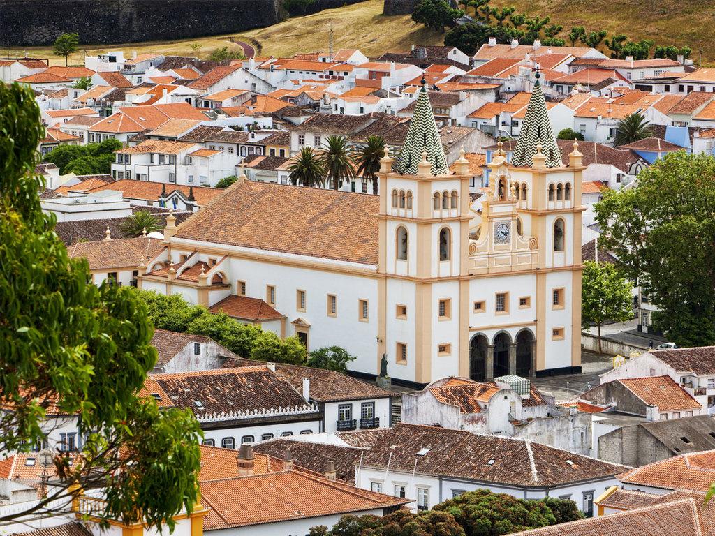 São Miguel - Terceira: Flug nach Terceira, Stadtrundgang Angra do Heroísmo, Besichtigung Monte Brasil, Inselrundfahrt mit São Sebastião, Praia da Vitória und Serra do Cume