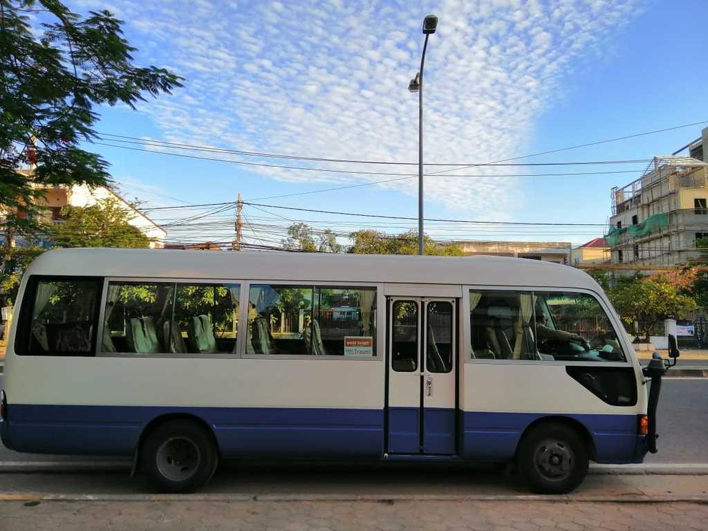 Einer unserer Reisebusse in Laos