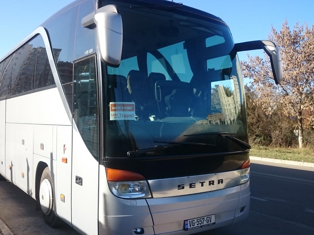Beispiel für einen Reisebus für größere Gruppen in Georgien