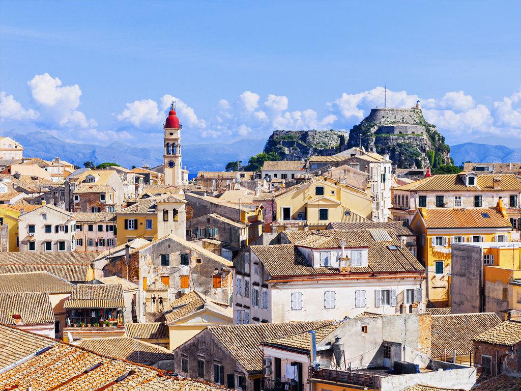Igoumenitsa und Korfu: Fahrt entlang der Ionischen Küste nach Igoumenitsa und Fährüberfahrt nach Korfu-Stadt, nachmittags Besuch des Achilleion und der Altstadt von Korfu, gemeinsames Abendessen