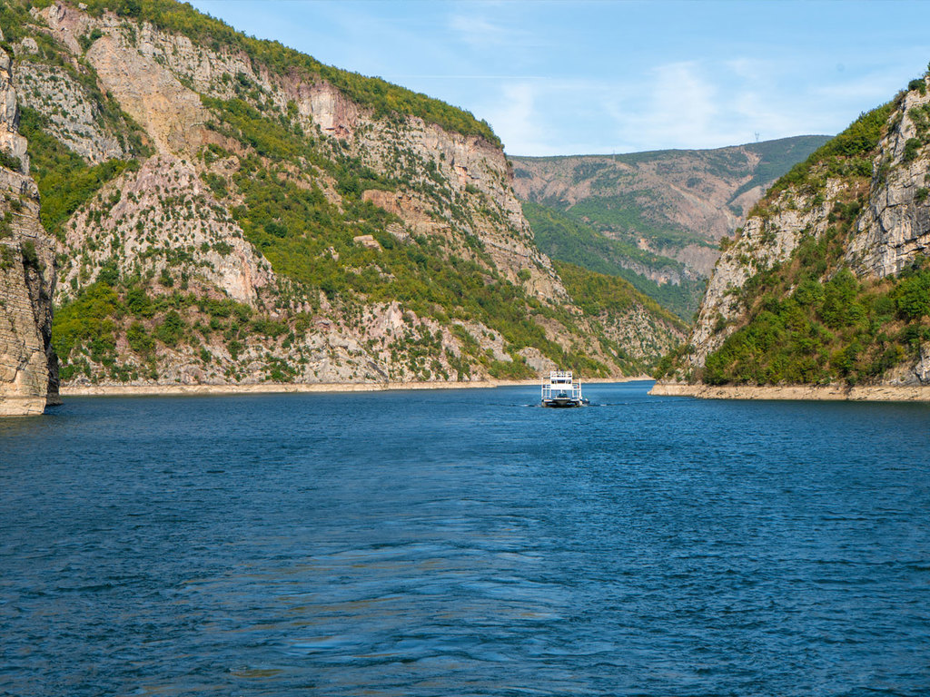 Shkodra – Komansee – Valbona : Bootsfahrt auf dem Komansee, Spaziergang in Valbona, Abendessen im Gästehaus