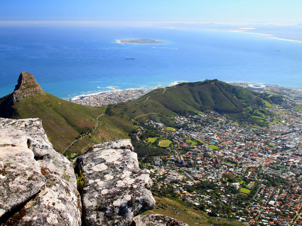 Kapstadt: Stadtbesichtigung im Bus und zu Fuß, Besuch des District Six Museums, gemeinsamer Kaffee im Truth Coffee Roasting, Fahrt mit der Gondel zum Tafelberg (wetterabhängig, Fahrt nicht im Preis inkludiert)
