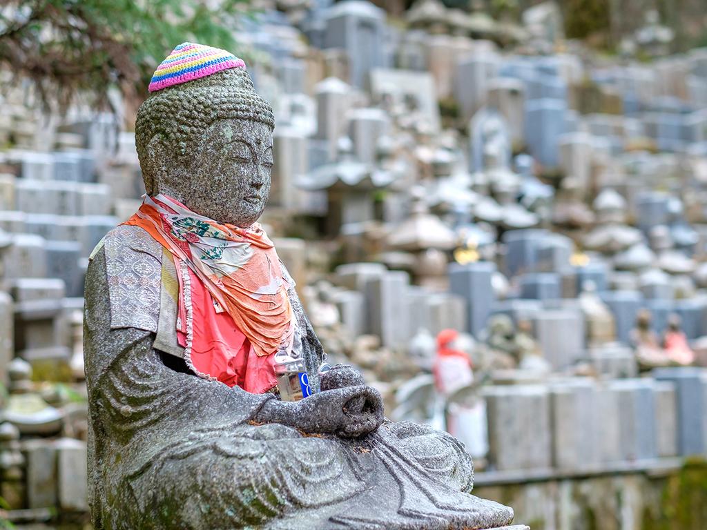 Koya-san – Kyoto: Ritualgebet, Klostersiedlung mit Kongobu-Tempel und Okunoin-Friedhof