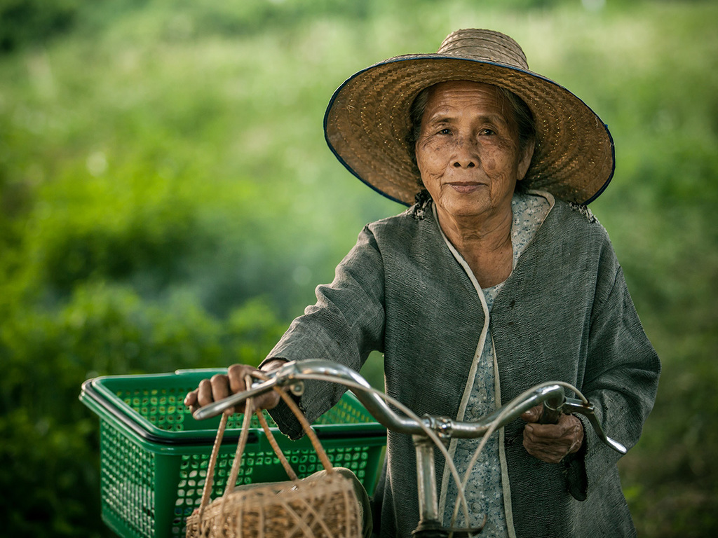 Umphang – Ko Tha: Wanderung zum Tee Loi Su-Wasserfall und zum Karendorf Ko Tha mit Übernachtung