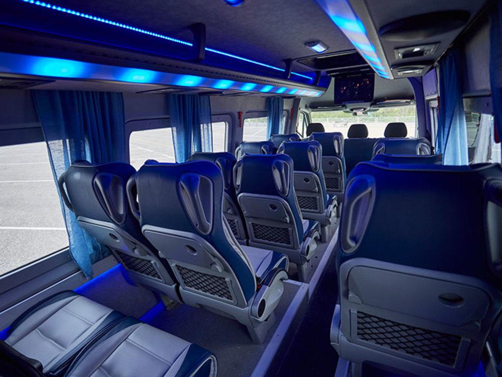 Innenansicht eines typischen Minibusses (meist 18-Sitzer)