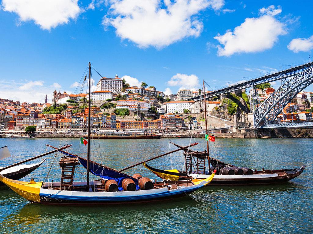 Porto: Citytour mit den Kirchen Carmo und Carmelita, Igreja dos Clérigos, Kathedrale und Bahnhof Porto São Bento, nachmittags Portwein Verköstigung