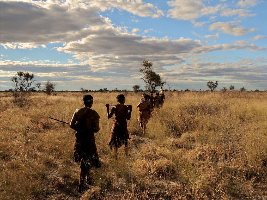 Grootfontein: Besuch des Ju/'Hoansi Village, kurze Wanderung mit einem San und Kennenlernen der Traditionen, nachmittags Freizeit
