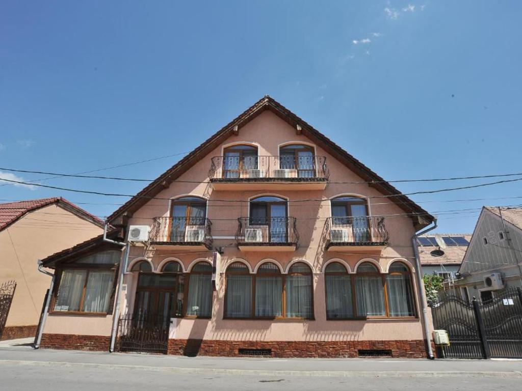 Kon Tiki **(*) in Sibiu