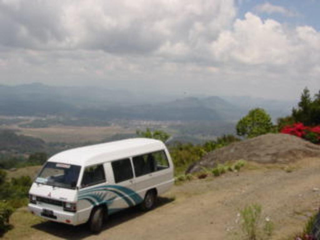 Einer unserer Reisebusse in Indonesien.