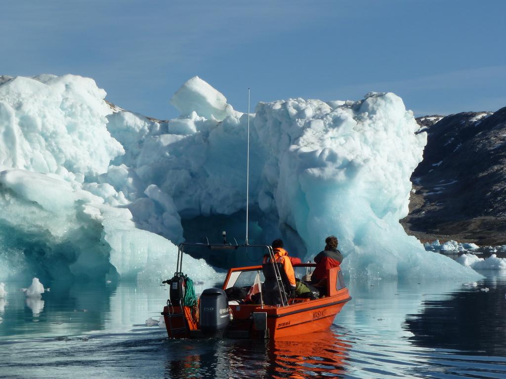 Mittivakkat – Isortoq – Isertoq-Wildniscamp: Bootsfahrt und Besuch im Inuitdorf Isortoq, Weiterfahrt zum Isertoq-Wildniscamp