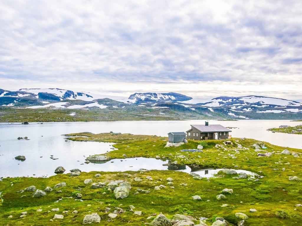 Vatnahalsen – Finse – Vatnahalsen: mit dem Zug ins Bergdorf Finse, Wanderung im Hochland am Hardanger-Gletscher
