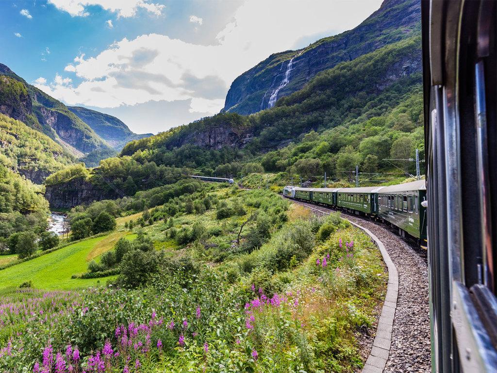 Vatnahalsen – Flåm: Panoramazugfahrt mit der Flåmbahn, Wanderung zum Brekkefossen-Wasserfall