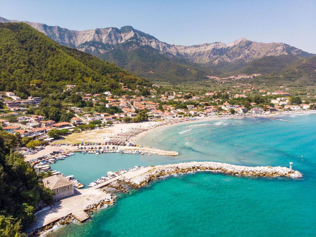 Tagesausflug nach Thassos: Fährüberfahrt nach Thassos, Stadterkundung Limenas, Wanderung von Limenas über Panagia bis zum Golden Beach, Besuch einer Olivenölfabrik, Freizeit, Fährüberfahrt Kavala