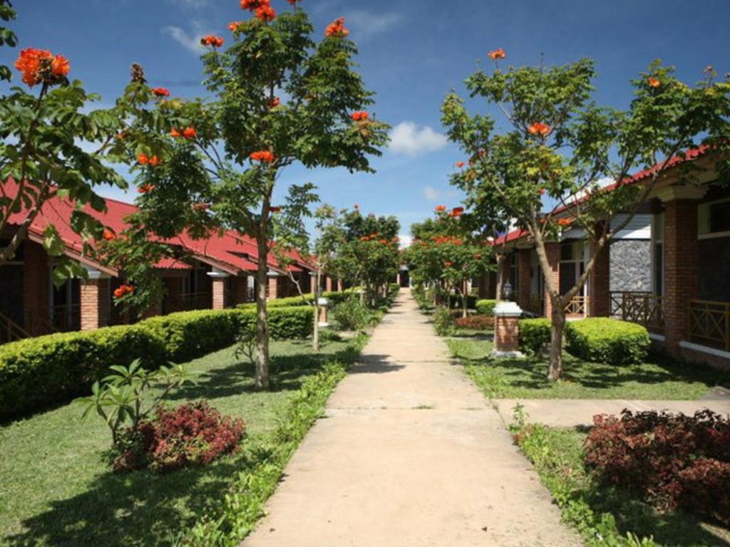 Vansana Plain of Jars **(*) in Phonsavanh