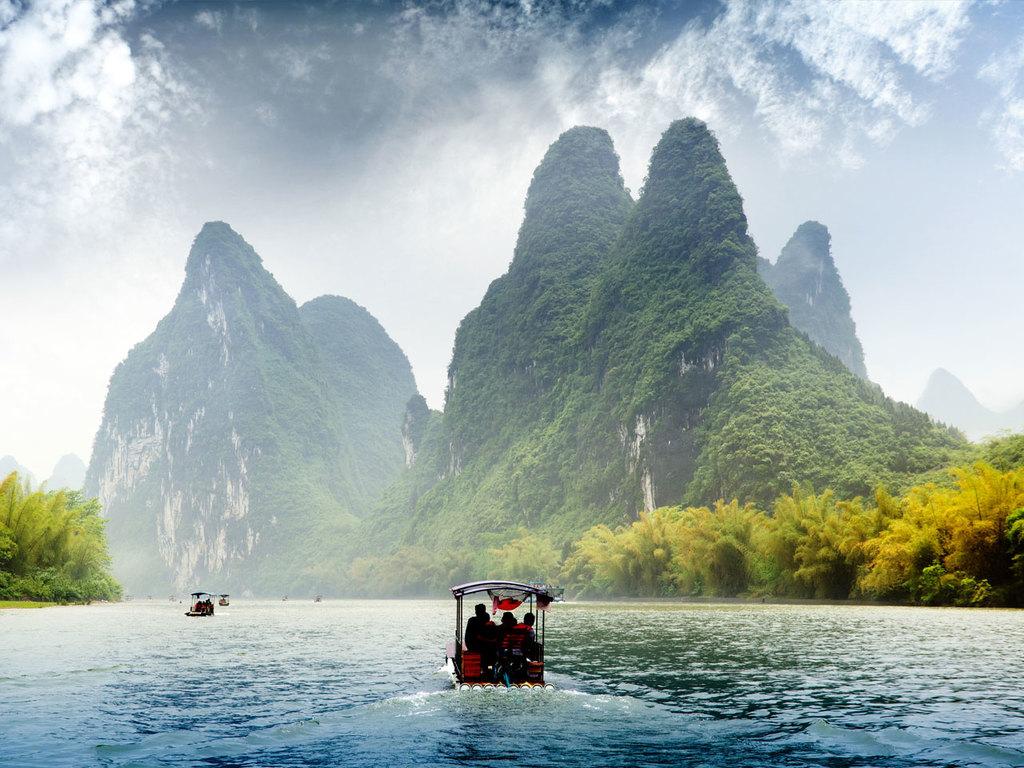 Yangshuo: Fahrradtour und Floßfahrt zum Mondsichelberg mit Besteigung, Mittagessen bei einer Bauernfamilie