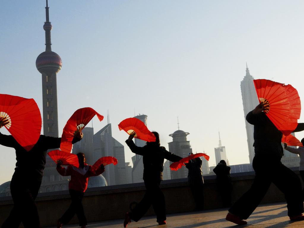 Shanghai: Citytour mit öffentlichen Verkehrsmitteln mit Longhua-Tempel, Altstadt, Bund und Nanjing-Straße