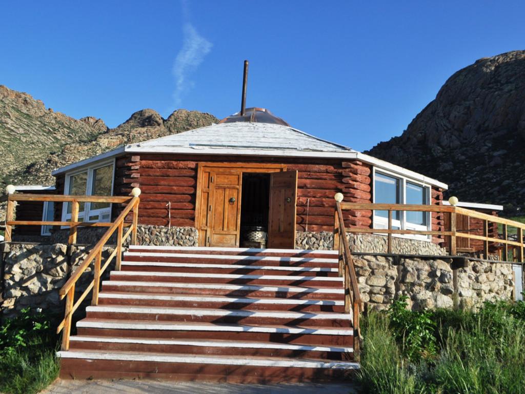 Jurten am Berg Khugnu Khan