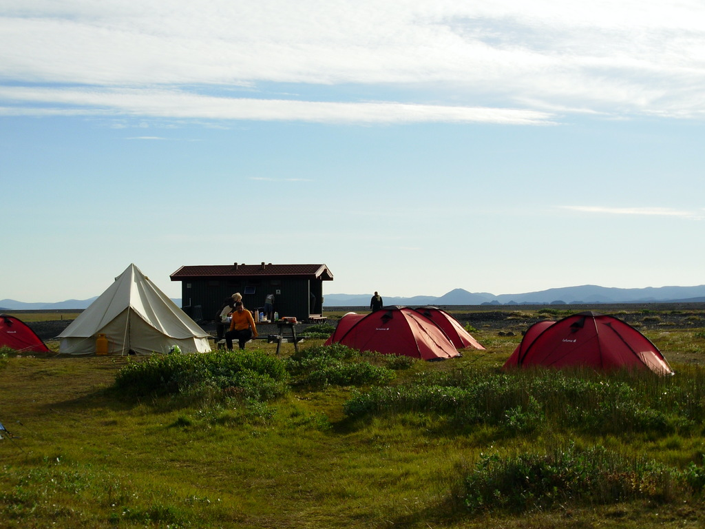 Campingplatz (Beispielfoto in 2-Personen-Iglu-Doppeldachzelten)  in