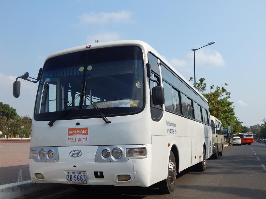 Einer unserer Reisebusse in Kambodscha