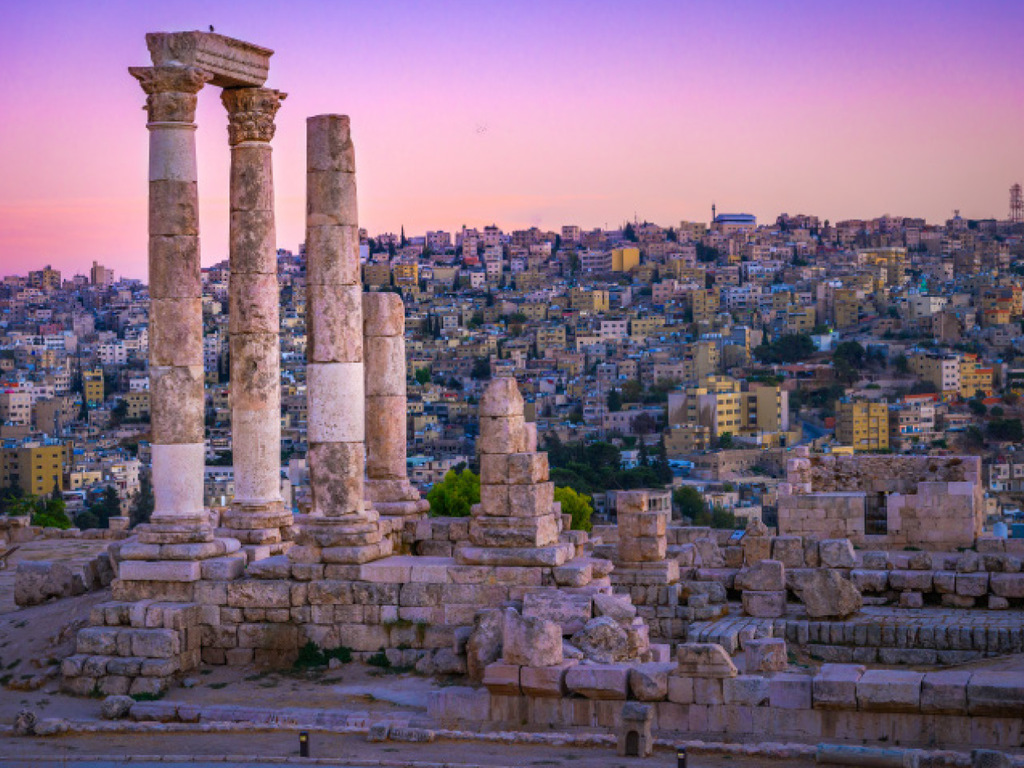 Amman – Jerash – Amman: Besichtigung Jerash, Zitadelle und römisches Theater in Amman, Spaziergang im Souk, Welcome Dinner