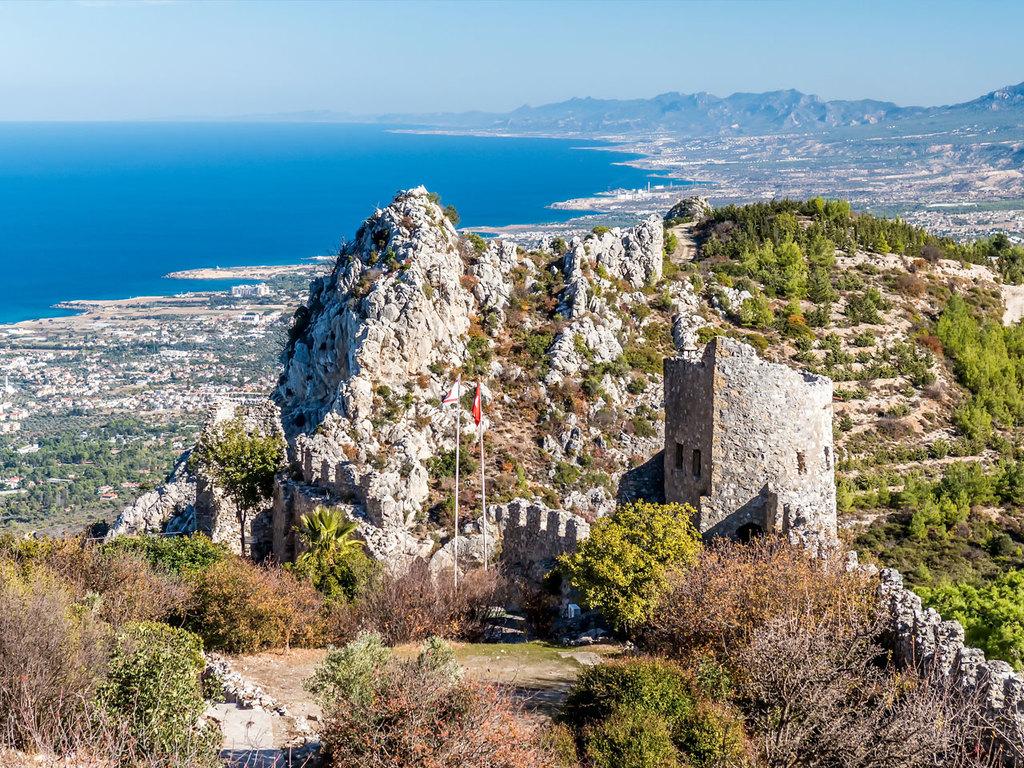 Nikosia – St. Hilarion – Kyrenia: Grenzübertritt, Stadtbesichtigung Nord-Nikosia, Burgruine St. Hilarion