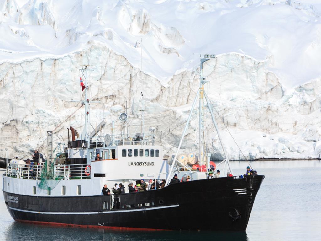 Schiff nach Barentsburg