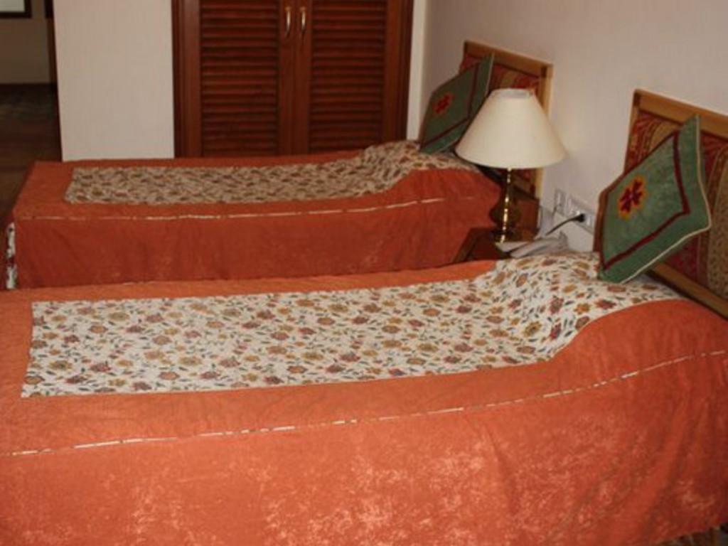 Meraden Grand  ***(*) in Varanasi