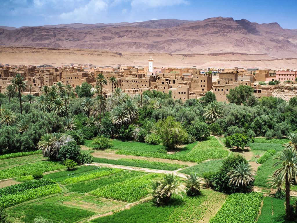 Merzouga – Tinerhir: Jeepfahrt zurück nach Merzouga, Fahrt entlang der Straße der 1.000 Kasbahs, Besuch des Berbermuseums El Khorbat, Oasenspaziergang Tinerhir