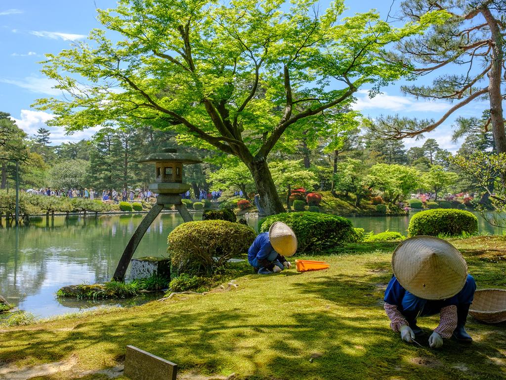 Kanazawa : Kanazawa mit Kenroku-en, Burg von Kanawaza, Omicho-Fischmarkt, Stäbchen-Workshop, Higashi Chaya und Kunstmuseum