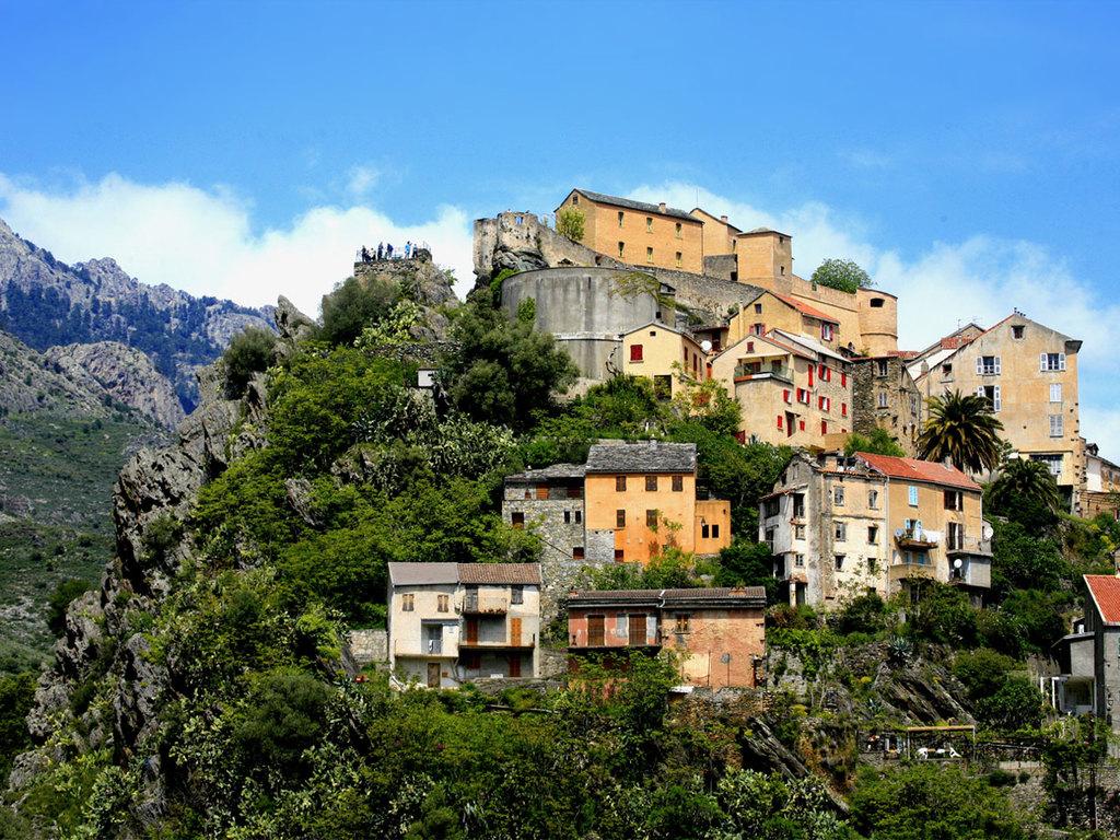 Ausflug nach Corte: Fahrt nach Corte und Stadtrundgang, Spaziergang zum Tavignanu-Tal, Freizeit in Corte, gemeinsames Abendessen im Camp