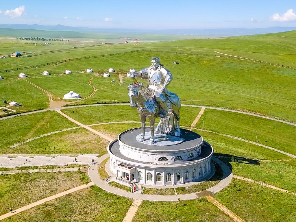 Baga Gazriin Chuluu – Khan Khentii-N.P.: Reiterdenkmal Dschingis Khan, Wanderung zum Schildkrötenfelsen und zum Kloster Arayaval