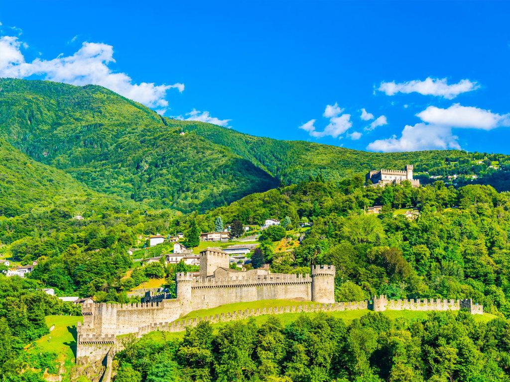Bellinzona: Samstagsmarkt und Drei-Burgen-Wanderung, Führung durch einen Weinkeller mit Verkostung