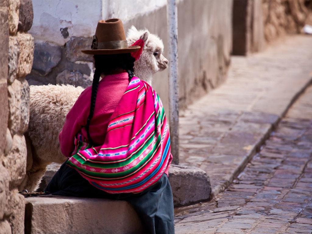 Cuzco – Pisaq – Urubamba : Fahrt nach Pisaq, Marktbesuch, Salzterrassen der Maras, Chicheriabesuch