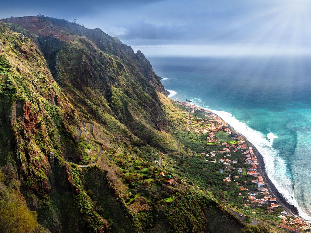 Calheta – Paul do Mar – Raposeira – Calheta: Wanderung durch eine spektakuläre Schlucht bis Paul do Mar und zurück über Raposeira entlang der Levada da Calheta