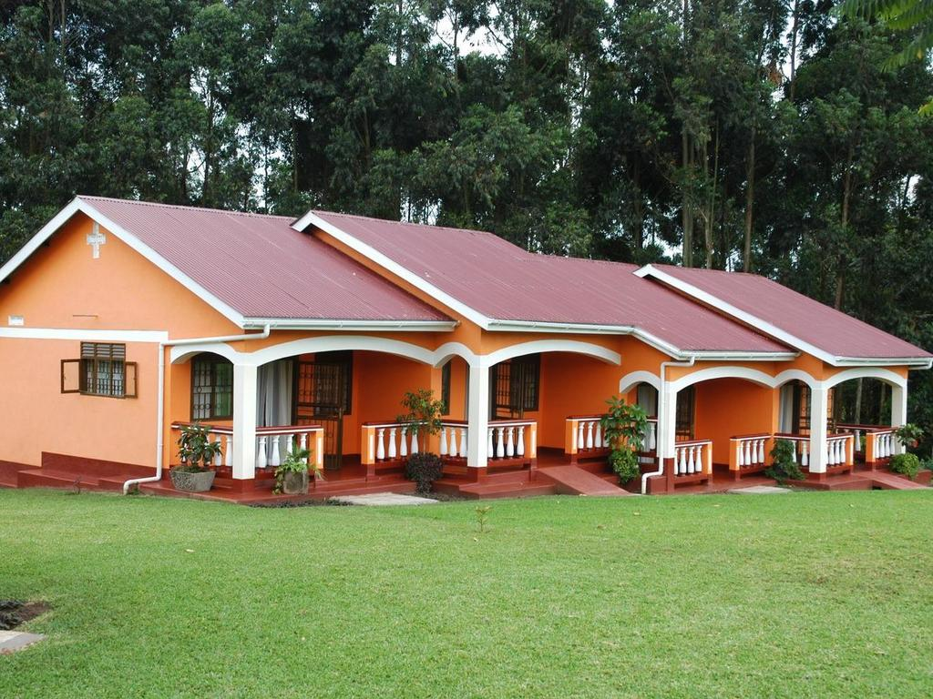 Kluges Guest Farm *** am Fort Portal