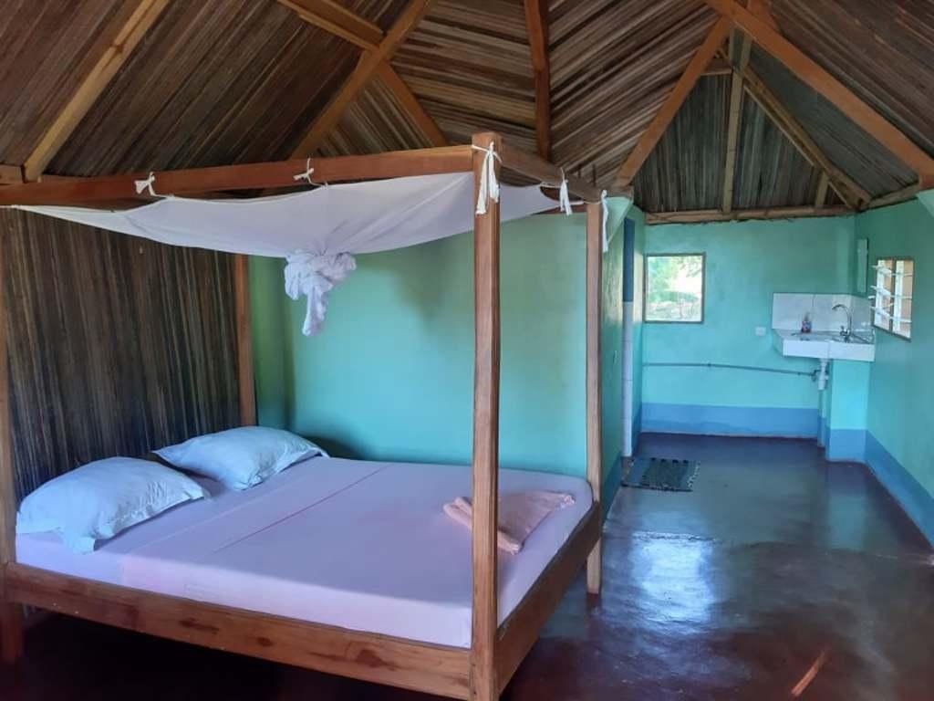 einfache Hütten   in Ankarana Nationalpark