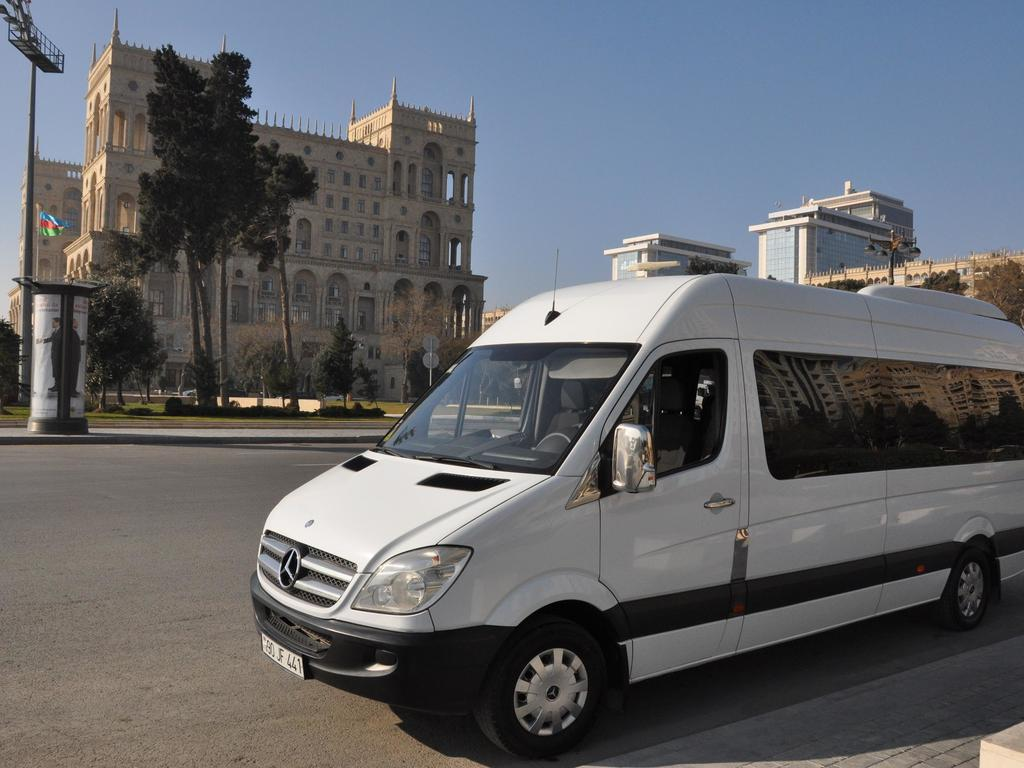 Beispiel für eine Minibus für kleinere Gruppen in Aserbaidschan