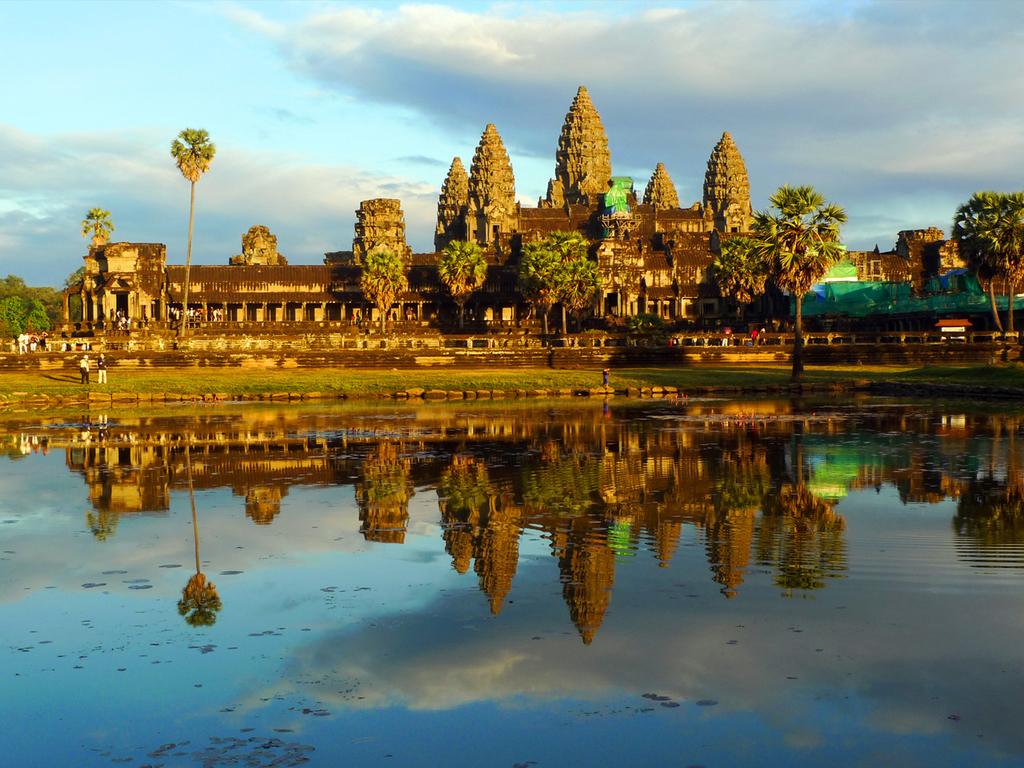 Siem Reap/Angkor: freier Vormittag, Besichtigung und Sonnenuntergang bei Angkor Wat
