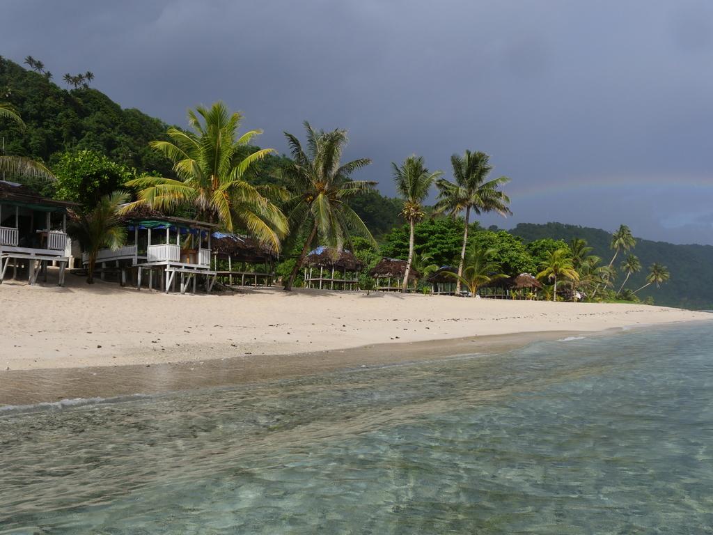 Manusina Beach Fales  in Lepa