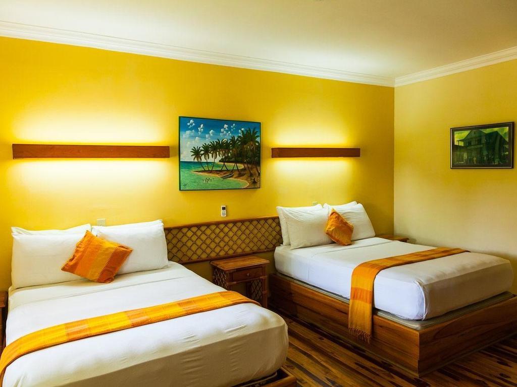 Gran Hotel Bahia ** auf der Isla Colón