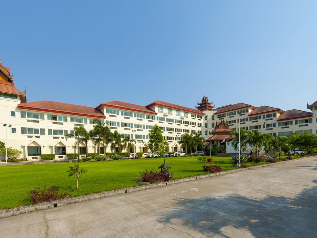 Mawlamyaing Strand Hotel *** in Mawlamyine