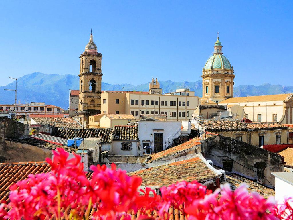 Ausflug nach Palermo: Stadtrundgang in Palermo, Treffen mit Mitgliedern einer Anti Mafia Organisation, Marktbesuch inkl. rustikalem Mittagessen, Botanischer Garten