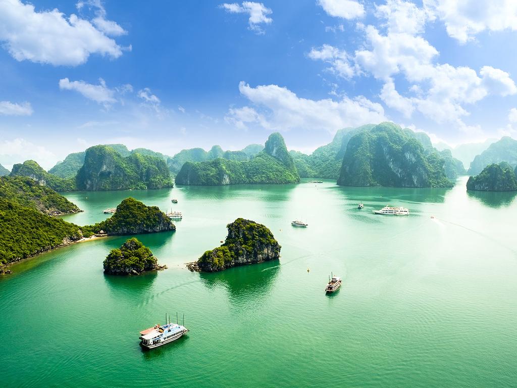 Halong-Bucht – Hanoi – Hué: Tai-Chi auf dem Sonnendeck, Höhle der Überraschung, Flug nach Hué