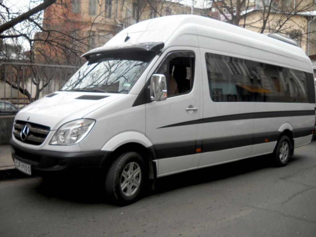 Ein typischer Minibus für kleinere Gruppen bis 12 Personen in Georgien