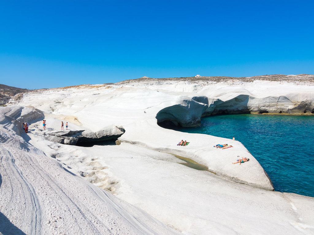 Milos: mit dem E-Bike zum Strand von Sarakiniko, weiter nach Pollonia und zum Papafragas Strand